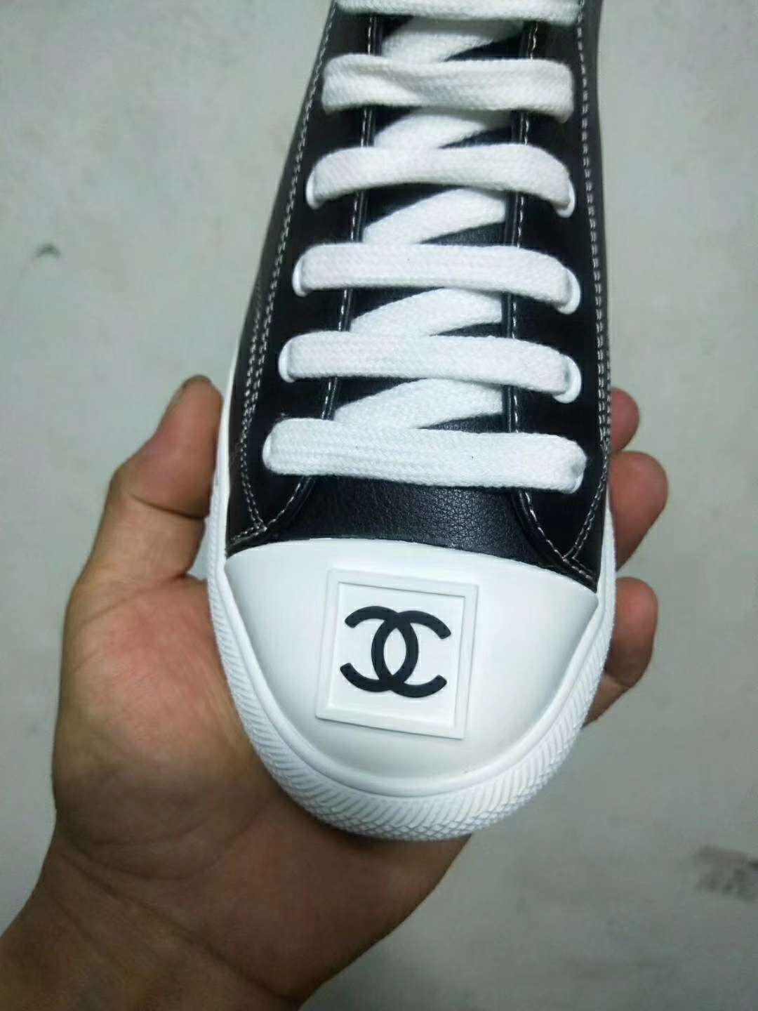 2019 NEW Chanel Real leather shoes 1026 black white