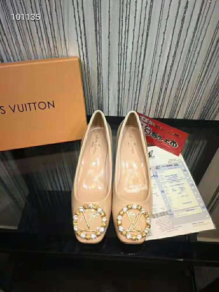 2019 NEW Louis Vuitton Real leather shoes LV101135Apricot